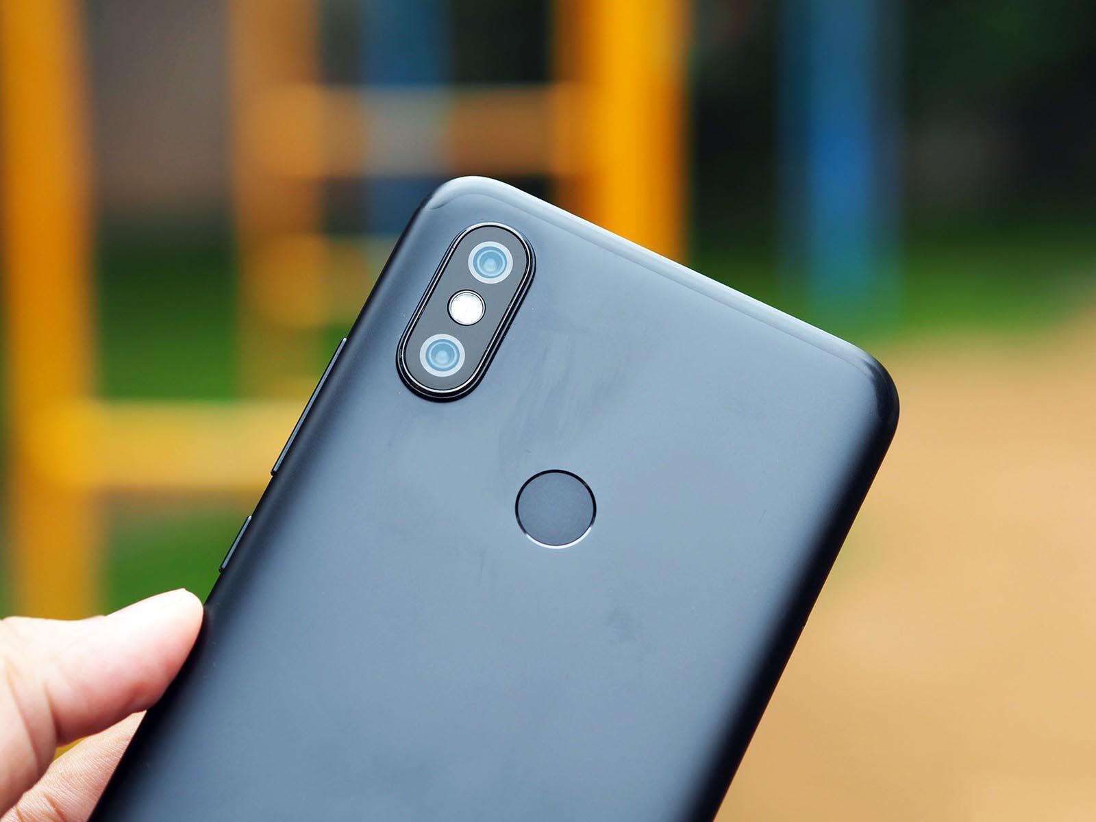 Xiaomi-mi-a2-chiec-dien-thoai-hot-dang-duoc-nguoi-dung-san-don-1